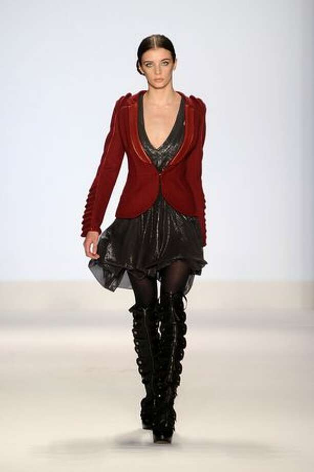 NEW YORK - FEBRUARY 12: A model walks the runway at Project Runway Fall 2010 fashion show during Mercedes-Benz Fashion Week on February 12, 2010 in New York, New York. Photo: Getty Images / Getty Images