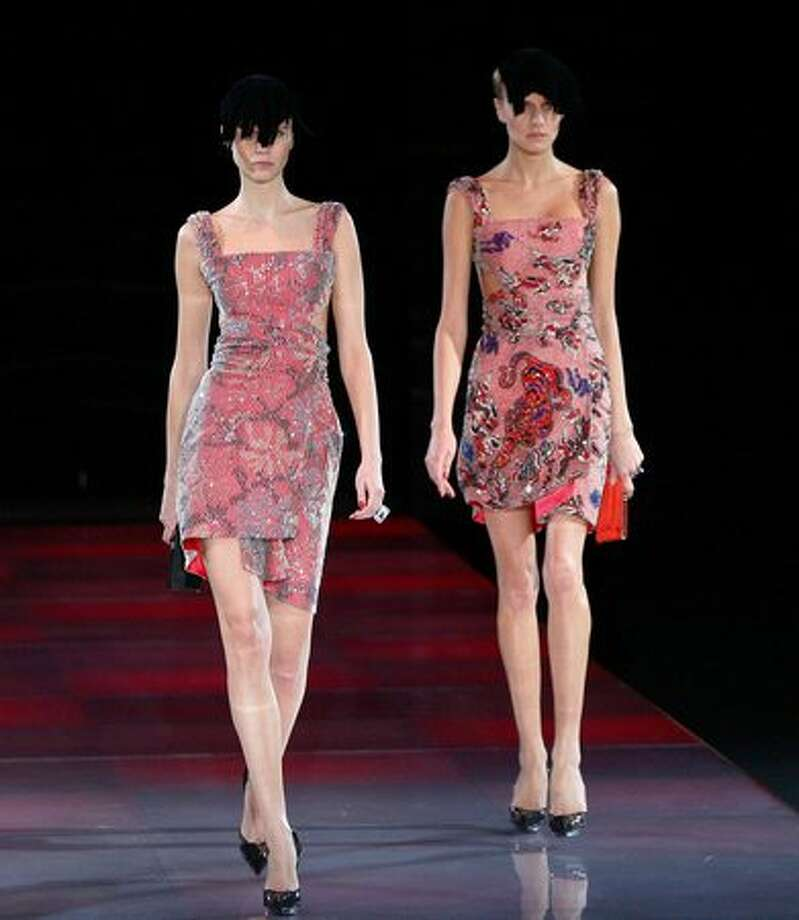 MILAN, ITALY - FEBRUARY 27: Models walk the runway during the Giorgio Armani Milan Fashion Week Autumn/Winter 2010 show on February 27, 2010 in Milan, Italy. Photo: Getty Images / Getty Images