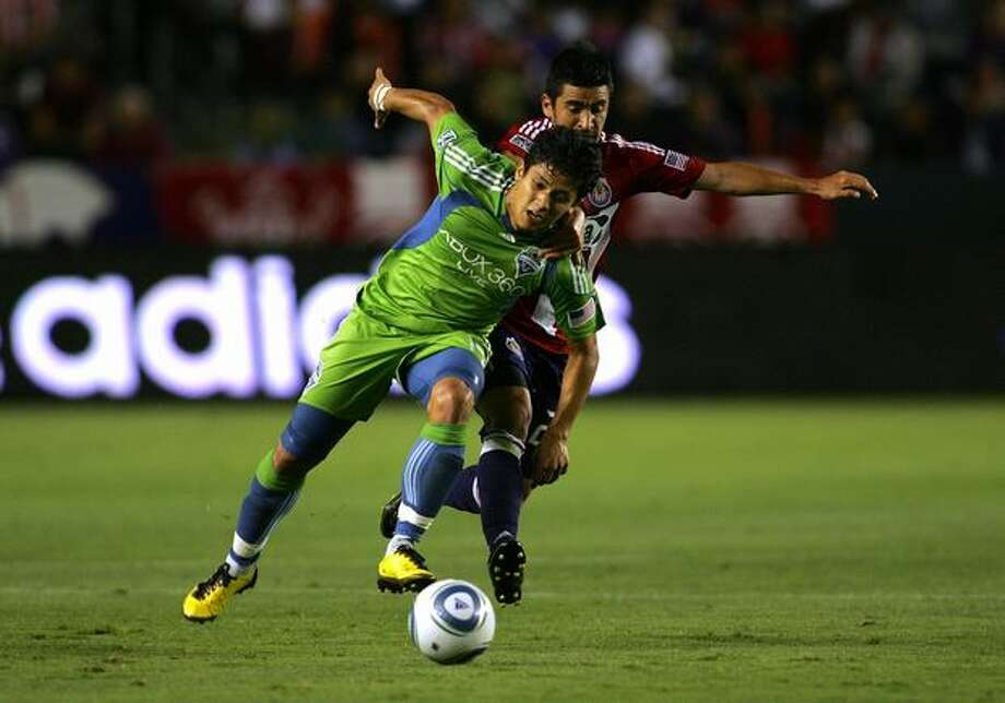 CARSON, CA - AUGUST 14: Fredy Montero #17 of Seattle Sounders FC wins position to the ball against Paulo Nagamura #26 of Chivas USA in the first half during their MLS match at The Home Depot Center on August 14, 2010 in Carson, California. Photo: Getty Images / Getty Images