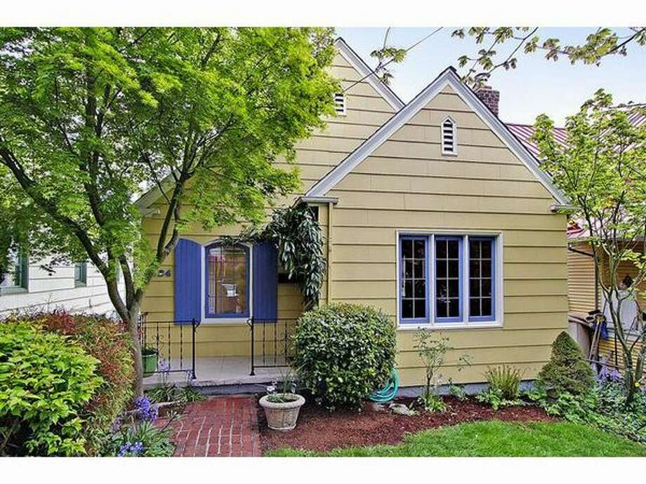What kind of house does $500,000 buy? Here are four houses in the Seattle area that are currently listed at that price.   This $499,500 house at 3724 Bagley Ave. N. in Wallingford has two bedrooms and two bathrooms. It was built in 1927 and has a detached one car garage. (Windermere.com) See the listing.
