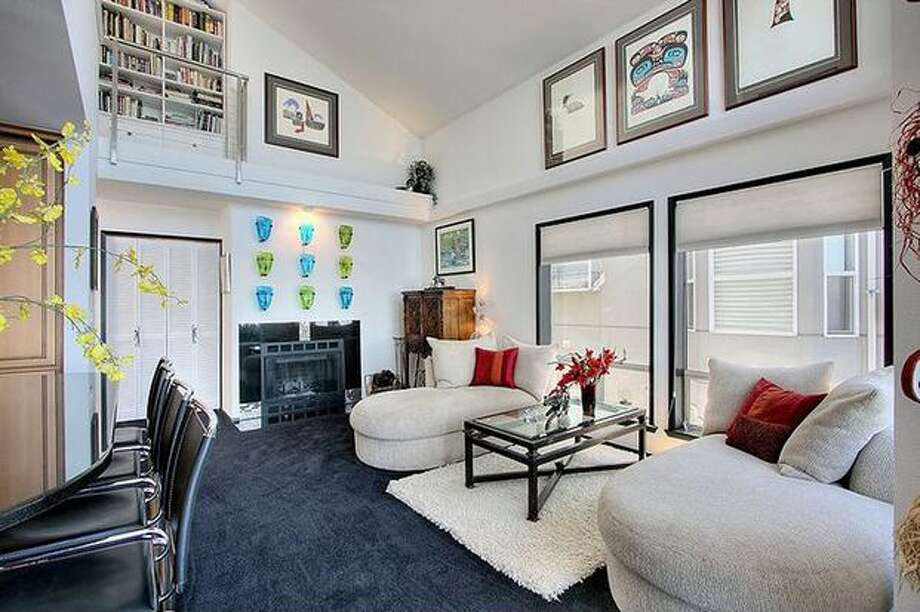What is the market like for condos in the $700,000 range? Here are five condos around the Puget Sound area that are currently listed at that price.   This $695,000 condo at 1526 Alki Ave. S.W. 401 in the Alki neighborhood has two bedrooms and 1.75 bathrooms. Built in 1986, this 1,399 square foot condo has two levels with a loft and vaulted ceilings. (Windermere.com) See the listing.