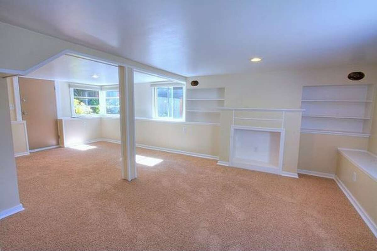 The basement can be used as a mother-in-law apartment, with its own 3/4 bath.