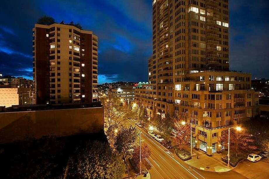 What is the market like for condos in Seattle that are listed around $400,000? Here are four condos in four diverse locations around the area.  This $389,000 home at 121 Vine St, 705 near Belltown has two bedrooms and 1.75 bathrooms. Built in 1989, this 1,063 square foot condo has a remodeled kitchen with a wine rack, a bath off the master bedroom and the building has three roof top decks. (Windermere.com) See the listing.