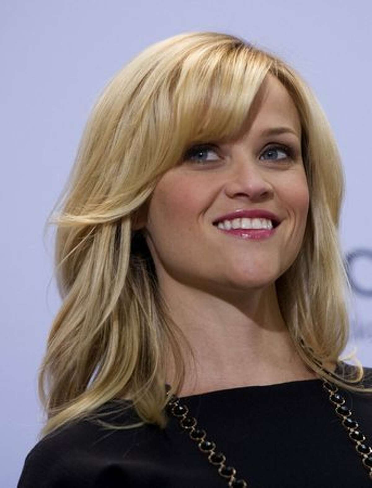 """Actress Reese Witherspoon poses during a photocall to promote her film """"Woher weisst Du, dass es Liebe ist"""" (How Do You Know) in Berlin."""