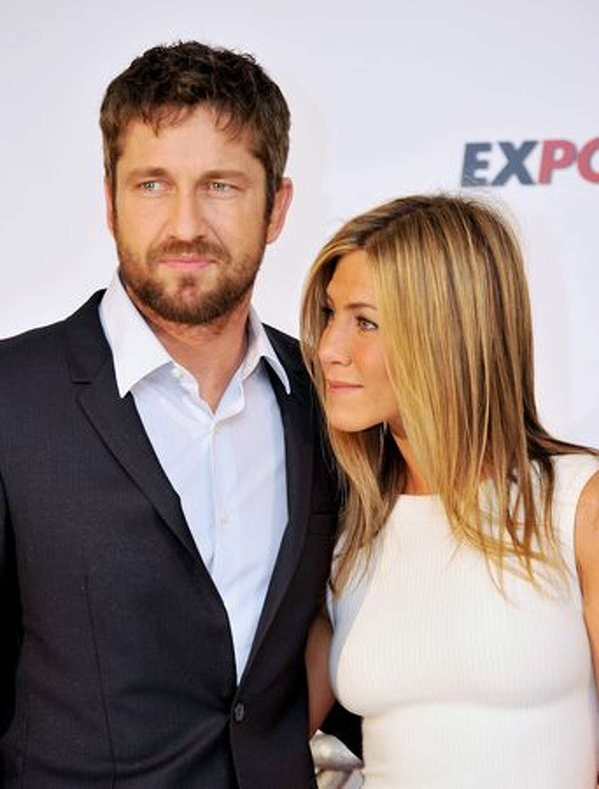 """Actor Gerard Butler and actress Jennifer Aniston attend """"Exposados"""" (The Bounty Hunter) photocall at the Villamagna Hotel in Madrid, Spain."""