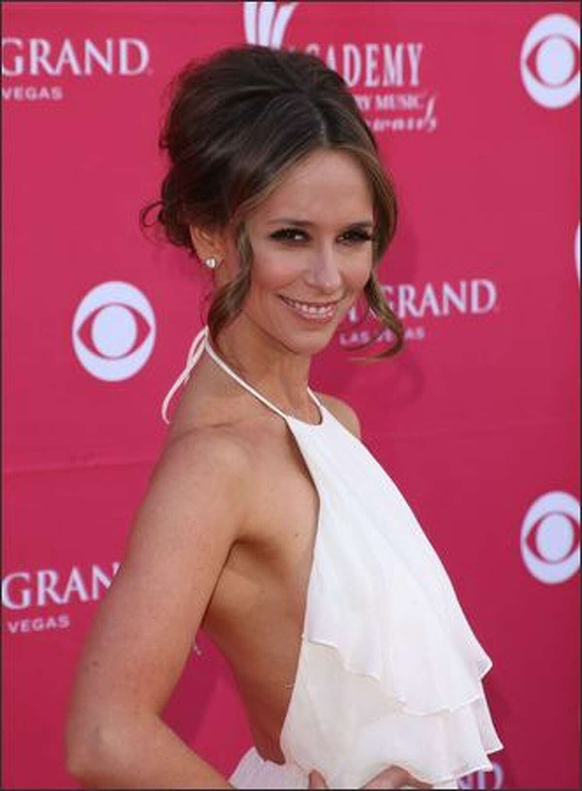 Actress Jennifer Love Hewitt arrives at the 44th annual Academy Of Country Music Awards held at the MGM Grand in Las Vegas, Nevada.