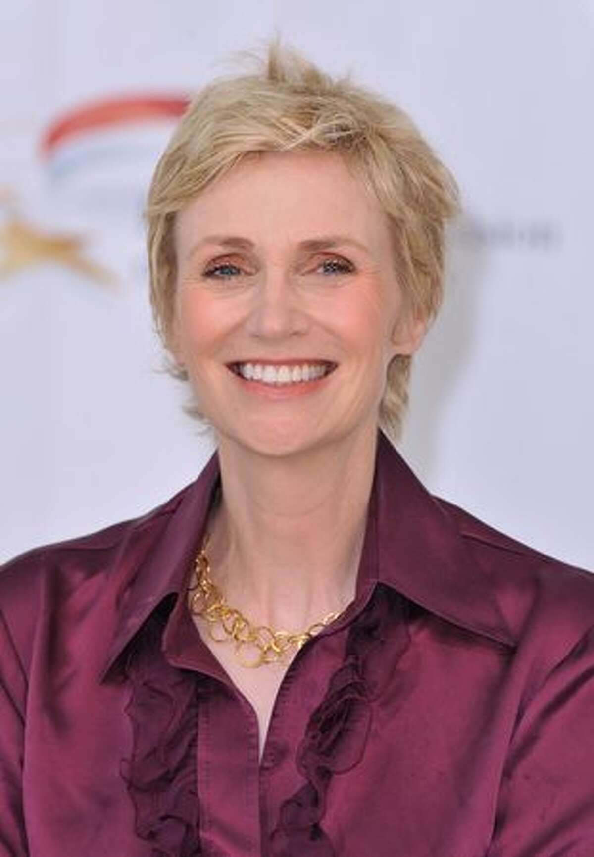 """Actress Jane Lynch pose during a photocall for """"Glee"""" TV series at Grimaldi Forum."""