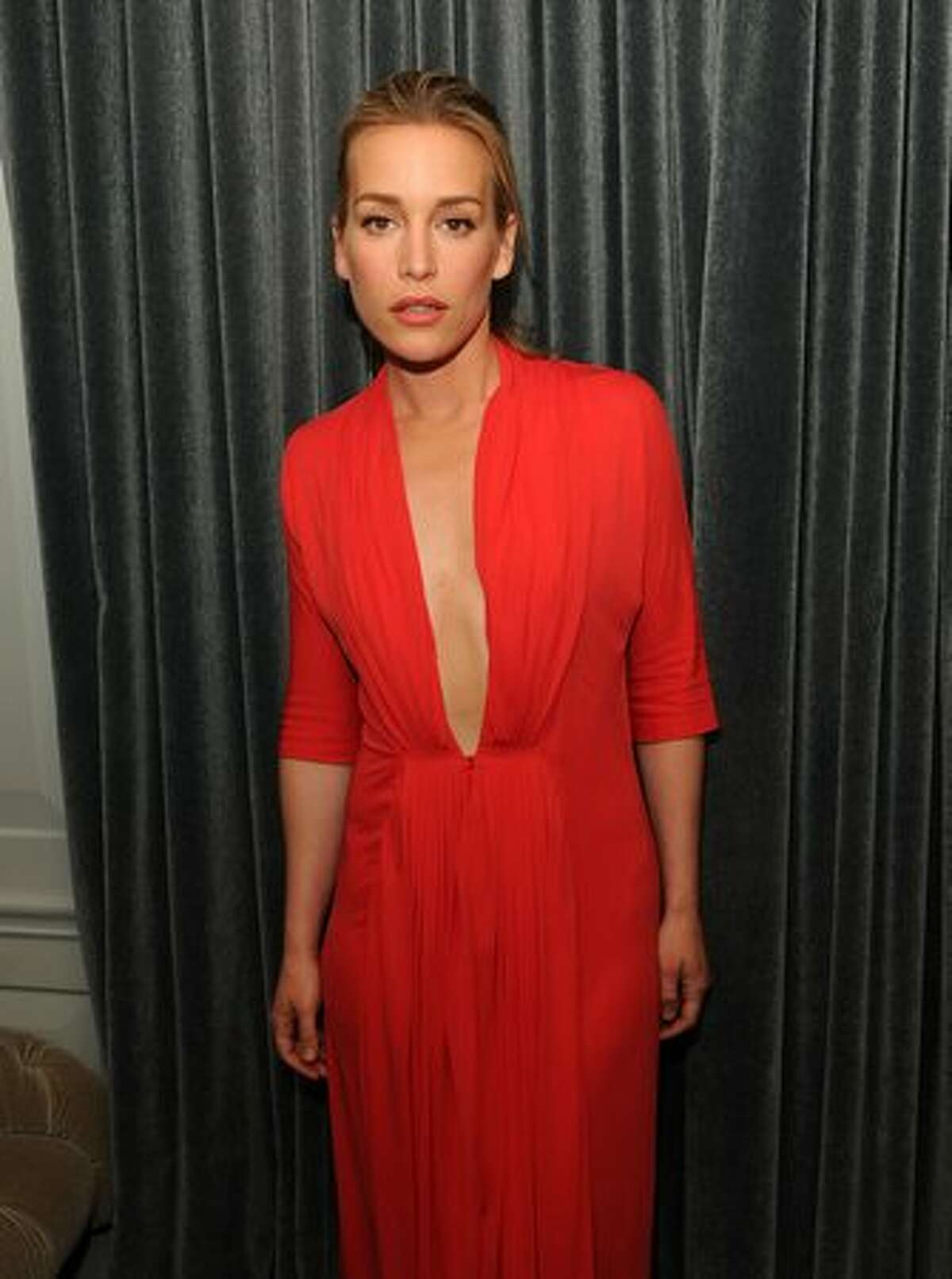 Actress Piper Perabo attends the