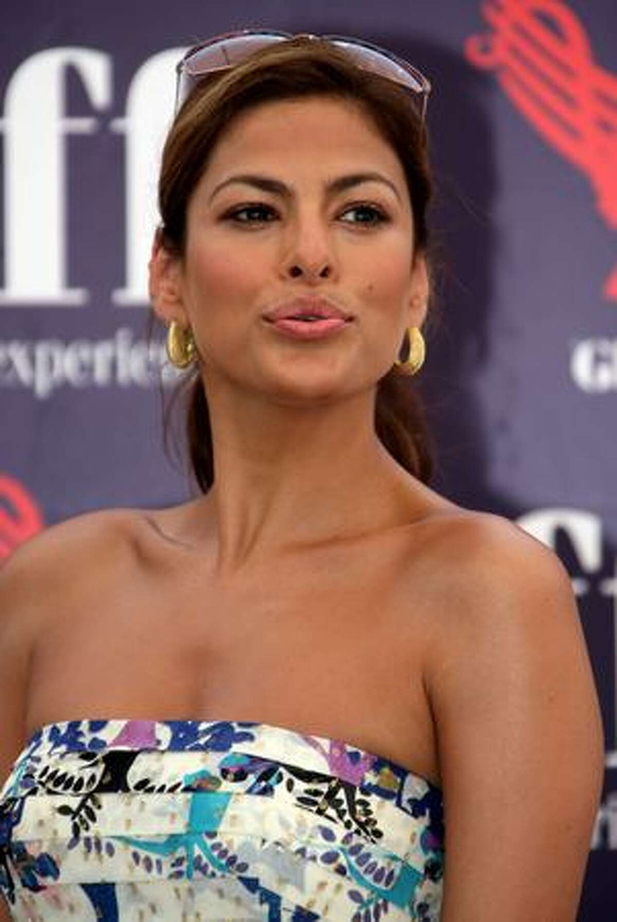 Actress Eva Mendes attends a photocall during the 2009 Giffoni Experience in Giffoni Valle Piana, near Salerno, Italy.