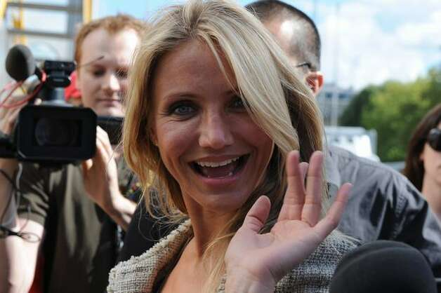 Actress Cameron Diaz waves to fans at the end of the 198 km and 18th stage of the 2010 Tour de France cycling race run. Photo: Getty Images / Getty Images