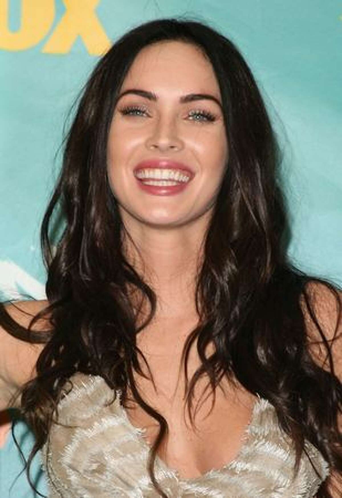 Actress Megan Fox poses with the Choice Hottie Award in the press room during the 2009 Teen Choice Awards held at Gibson Amphitheatre in Universal City, California.