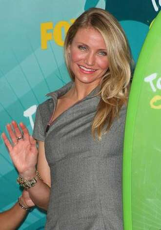 Actress Cameron Diaz poses with Choice Summer Movie award for 'My Sister's Keeper' in press room during the 2009 Teen Choice Awards held at Gibson Amphitheatre in Universal City, California. Photo: Getty Images / Getty Images