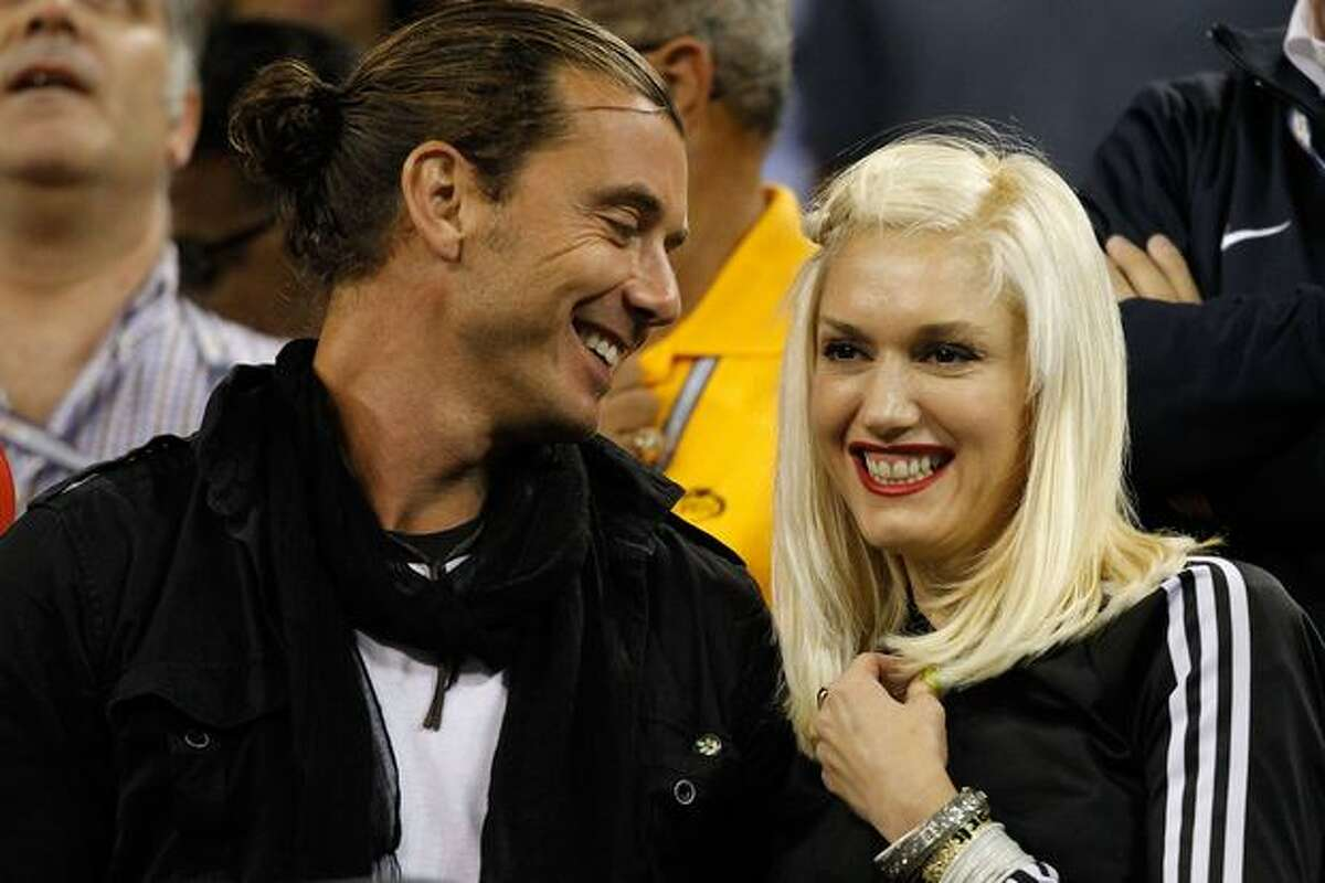 (L-R) Singer Gavin Rossdale and singer Gwen Stefani attend the men's singles match between Roger Federer of Switzerland and Jurgen Melzer of Austria during day eight of the 2010 U.S. Open at the USTA Billie Jean King National Tennis Center in New York City.