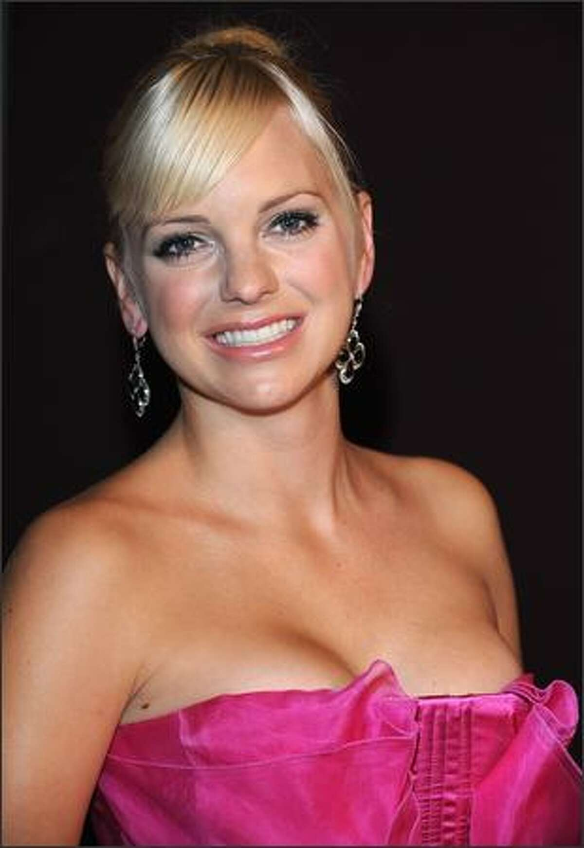 """Actress Anna Faris poses as she attends the Premiere of the """"Super Blonde"""" film in Paris, France."""