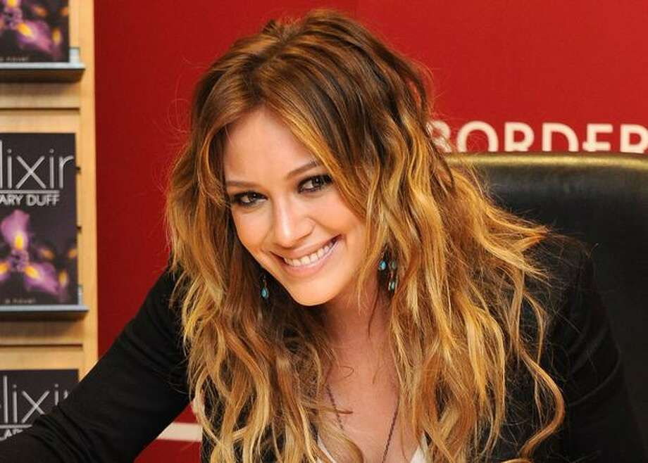 """Singer Hilary Duff promotes """"Elixir"""" at Borders Books & Music, Columbus Circle in New York City. Photo: Getty Images / Getty Images"""