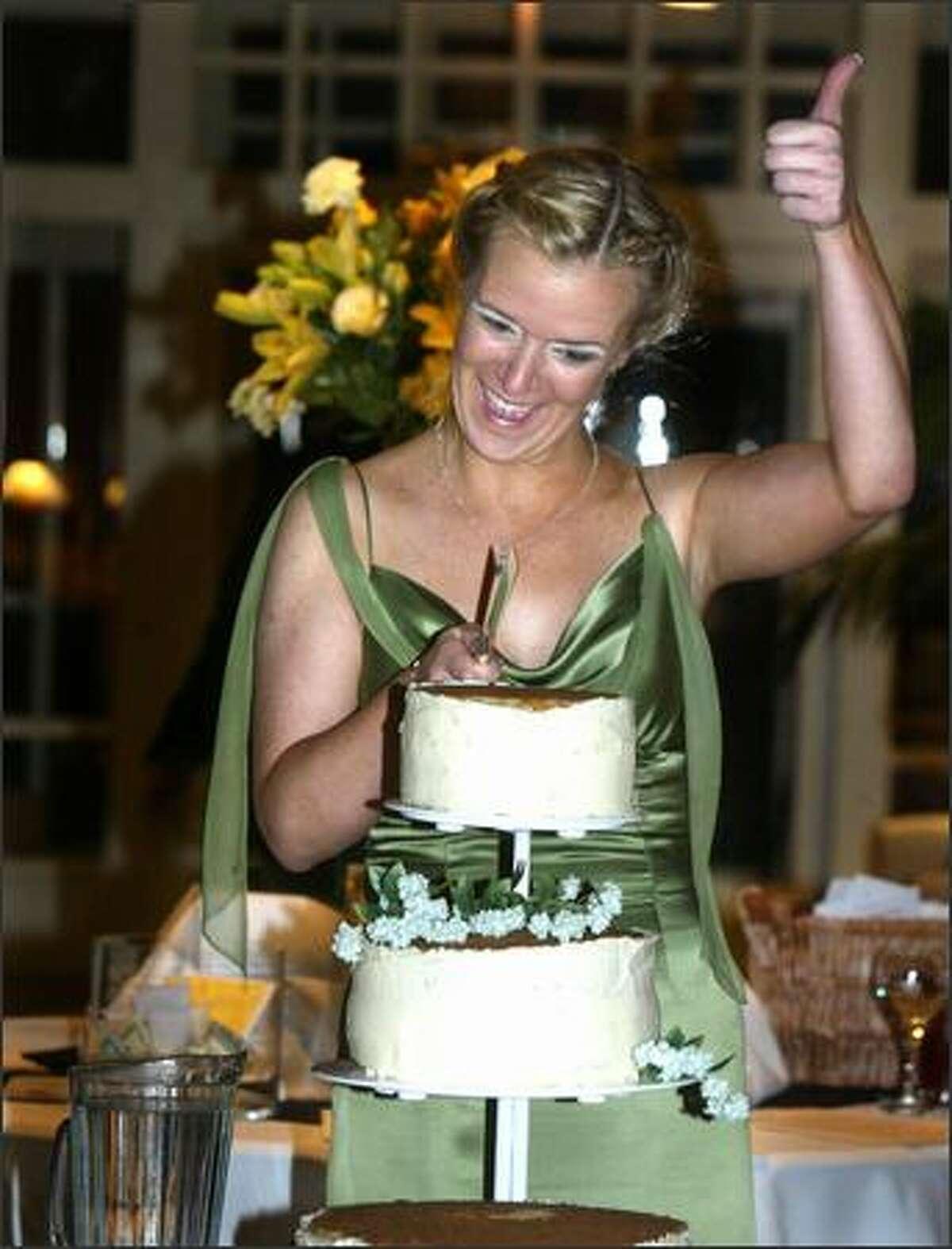 An upside down lemon-frosted wedding cake goes under Schultz's knife.