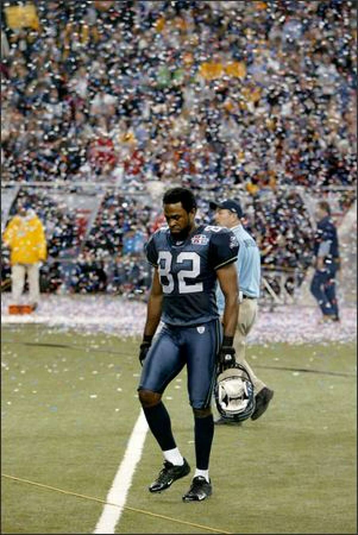 Seattle receiver Darrell Jackson walks off the field after the Seahawks lost Super Bowl XX to the Pittsburgh Steelers 21-10.
