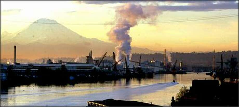 Factories on the Duwamish River spew fewer toxics than they did decades ago. But a new report from the EPA shows emissions increased statewide from 2003 to 2004. Photo: Karen Ducey, Seattle Post-Intelligencer / Seattle Post-Intelligencer