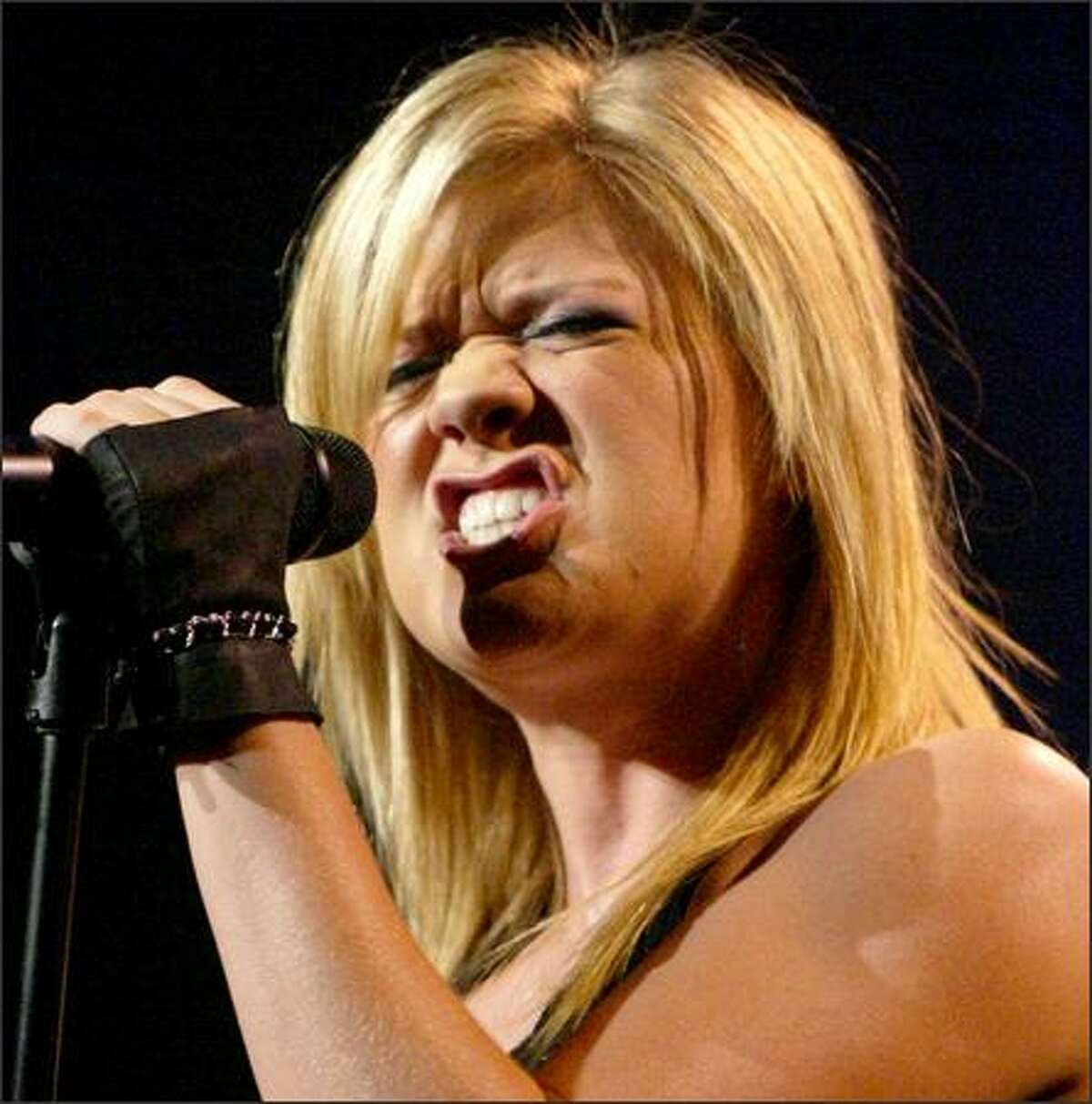 Kelly Clarkson performs at the Paramount.