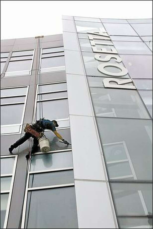 Nate Smith washes Rosetta Biosoftware's building in Seattle's South Lake Union area, where the company moved last month. Smith works for Crosby Window Cleaning. Photo: Phil H. Webber, Seattle Post-Intelligencer / Seattle Post-Intelligencer