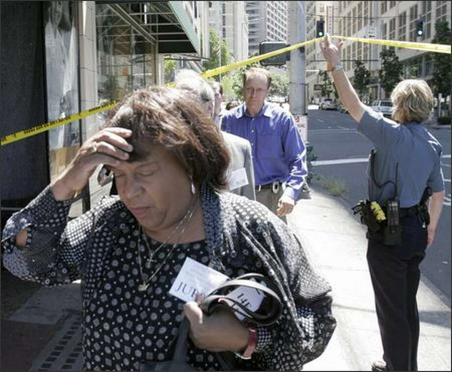 Jurors are evacuated from the federal courthouse in downtown Seattle yesterday after a man entered the building and pulled out a grenade. Photo: Meryl Schenker, Seattle Post-Intelligencer / Seattle Post-Intelligencer