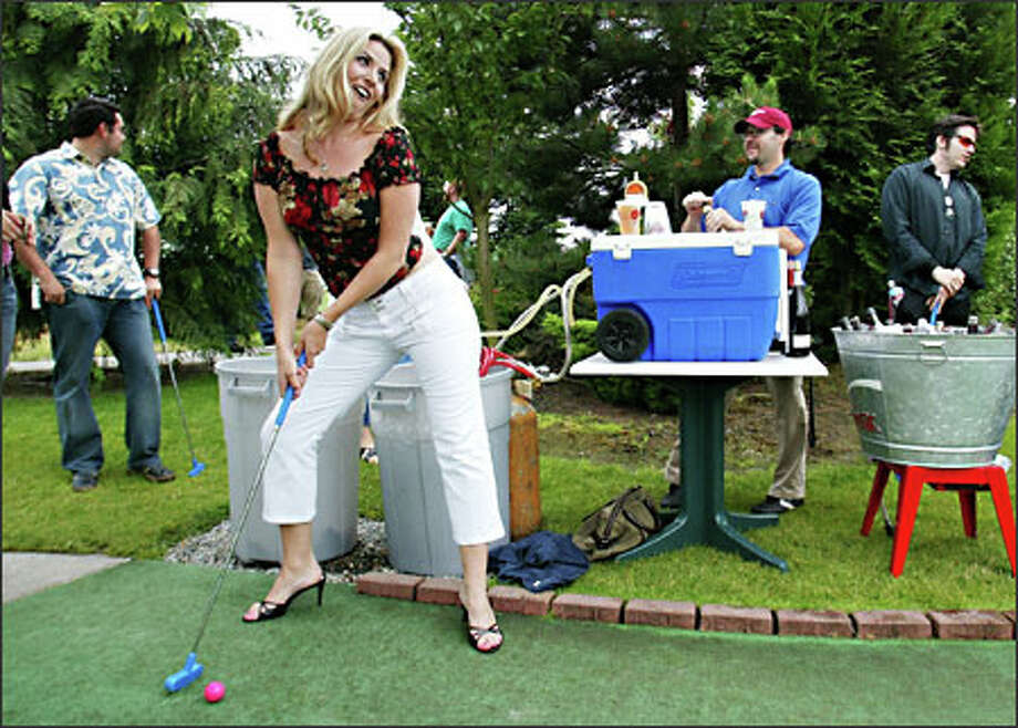 Caroline Ciborski of Seattle is a well-heeled golfer at a Drinks on the Links outing. Photo: Mike Urban, Seattle Post-Intelligencer / Seattle Post-Intelligencer