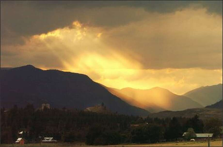 Looking north from Twisp, the beauty of a late evening sky in the Methow Valley is breathtaking. Photo: Jeff Larsen, Seattle Post-Intelligencer / Seattle Post-Intelligencer