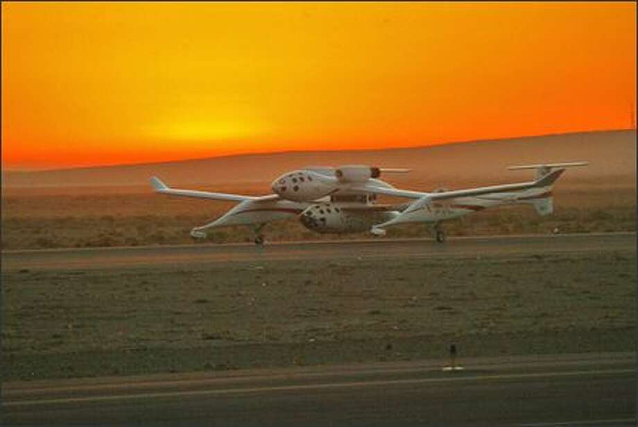 White Knight, piloted by Michael W. Melvill, and SpaceShipOne, piloted by Brian Binnie, take off just before the sun came up over the horizon. Photo: Grant M. Haller, Seattle Post-Intelligencer / Seattle Post-Intelligencer