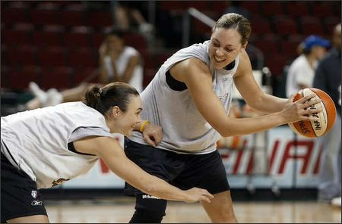 Tully Bevilaqua, left, and Adia Barnes of the Storm have some fun as they battle one-on-one after practice Monday at KeyArena.