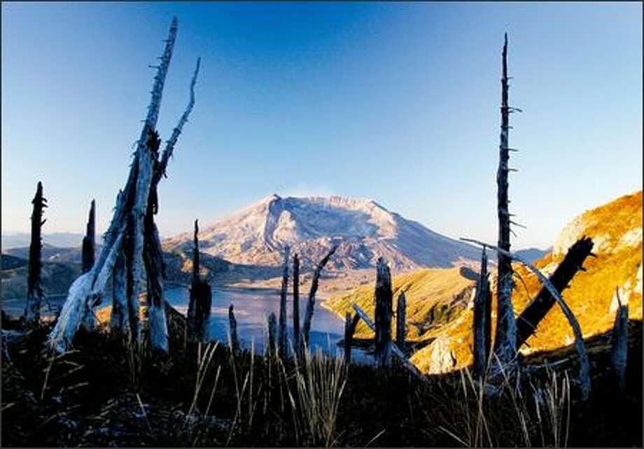 The sun rises on Mount St. Helens National Volcanic Monument. Photo: Joshua Trujillo, Seattlepi.com / seattlepi.com
