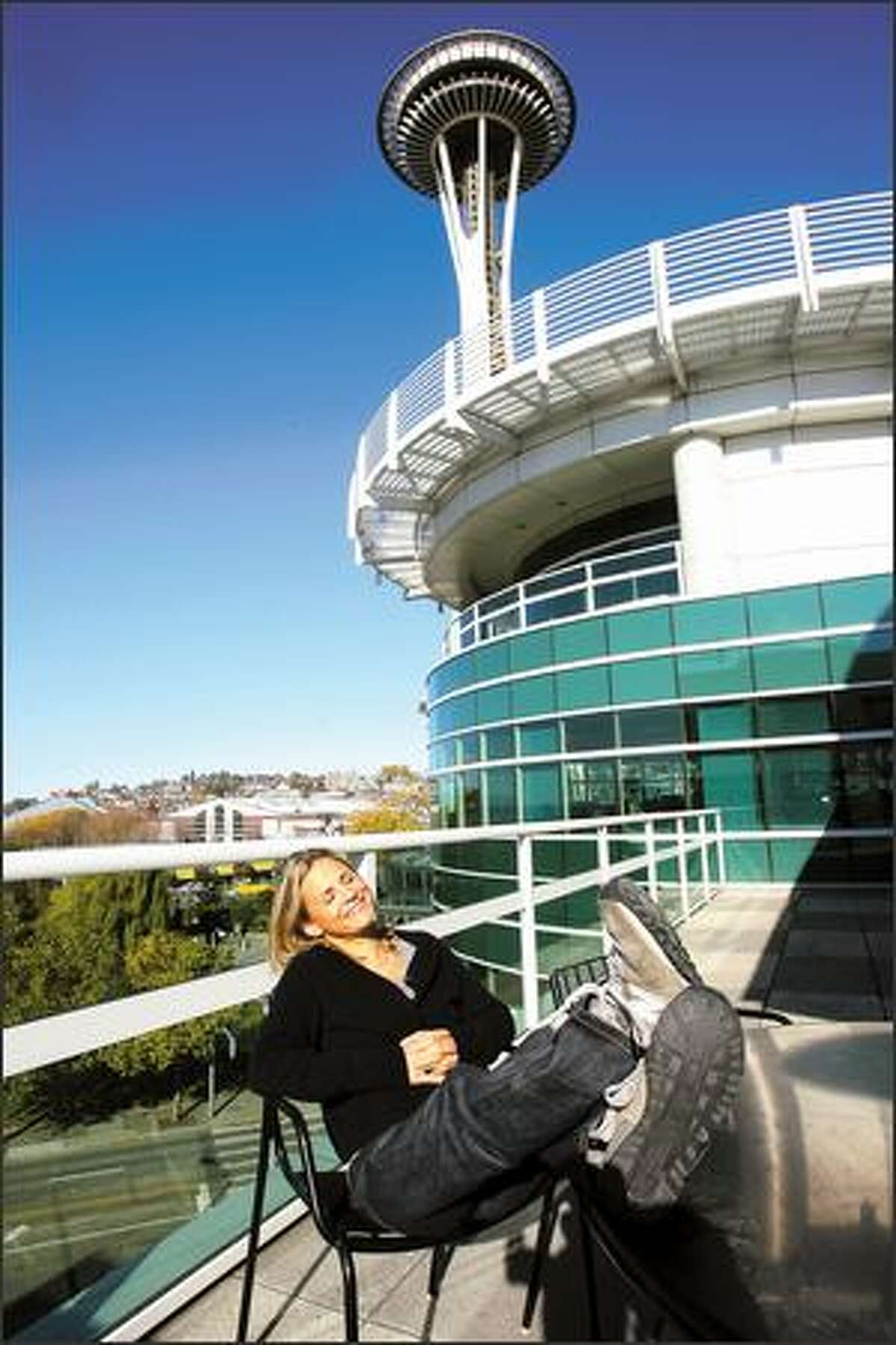 Amy Sedaris soaks up some fleeting fall Seattle sun while touring in support of her entertainment manual,