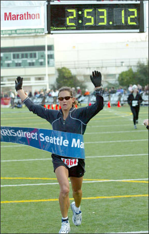 Kami Semick of Oregon wins the Seattle Marathon women's division. Photo: Grant M. Haller, Seattle Post-Intelligencer / Seattle Post-Intelligencer