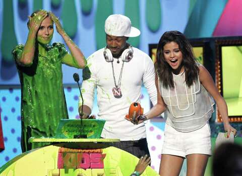 "Actress Heidi Klum and singer Nick Cannon present the award for ""Favorite TV Actress"" to actress Selena Gomez, right, at Nickelodeon's 24th Annual Kids' Choice Awards on Saturday, April 2, 2011, in Los Angeles. Photo: AP"