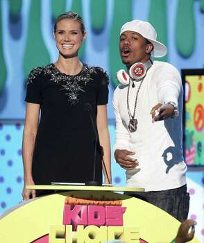 """Actress Heidi Klum and singer Nick Cannon present the award for """"Favorite TV Actress"""" at Nickelodeon's 24th Annual Kids' Choice Awards on Saturday, April 2, 2011, in Los Angeles. Photo: AP"""