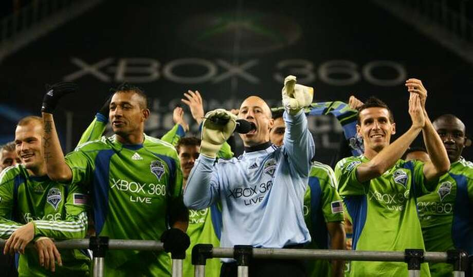 Seattle Sounders players, including from left, Freddie Ljungberg, Tyrone Marshall, goalie Kasey Keller, Sebastien Le Toux and Jhon Kennedy Hurtado thank fans after they defeated FC Dallas during their final regular season home game. Photo: Joshua Trujillo, Seattlepi.com / seattlepi.com