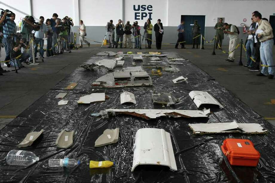 Journalists report the first wreckage pieces and objects of the Air France A330 aircraft, flight 447 lost in over the Atlantic ocean on June 1, 2009. Photo: MAURICIO LIMA, AFP/Getty Images / 2011 AFP