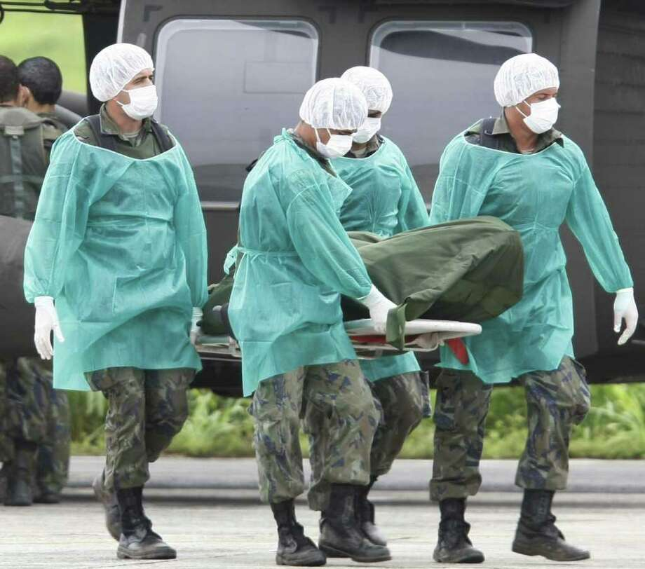 Groung Crew of Brazilian Air Force carry a body bag with a victim of the missing Air France flight 447 found during search operations, in Fernando de Noronha island airport, on June 9, 2009. The search mission has found bodies of victims and debris in a remote stretch of the ocean from the plane, which disappeared on June 1 over the Atlantic while en route from Rio de Janeiro to Paris. Photo: EVARISTO SA, AFP/Getty Images / 2009 AFP