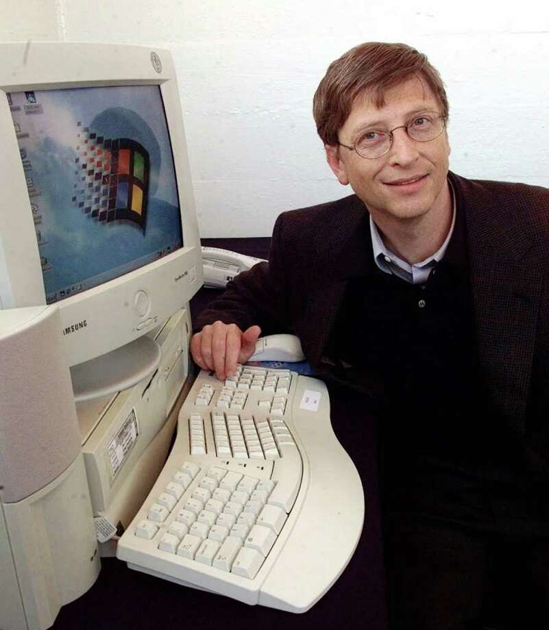 Bill Gates poses with a computer running the new Windows 98 operating system in this June 25, 1998, file photo in San Francisco. (AP Photo/Paul Sakuma) Photo: PAUL SAKUMA, Associated Press / AP