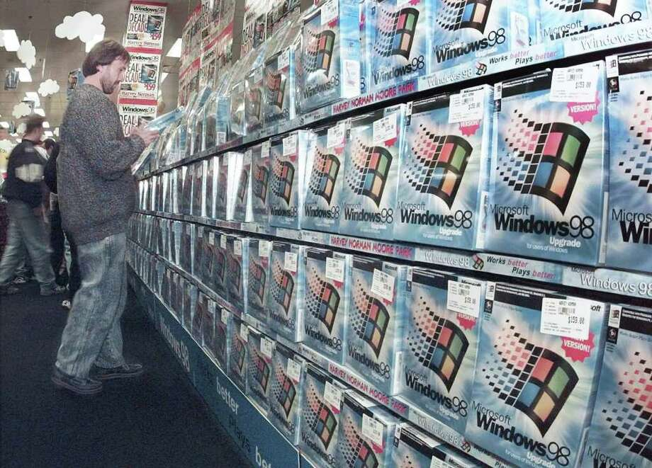 A customer inspects a box of Microsoft's Windows 98 in a Sydney computer store a few minutes after its midnight release on June 25, 1998. (AP Photo/Rick Rycroft) Photo: RICK RYCROFT, Associated Press / AP