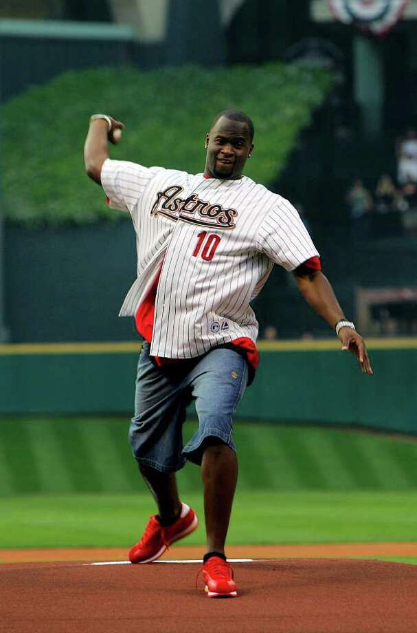 SPORTS - Vince Young throws the ceremonial first pitch before the Astros game with the Marlins Tuesday, April 4, 2006 during the Astro's game at Minute Maid Park. BAHRAM MARK SOBHANI/STAFF Photo: BAHRAM MARK SOBHANI, SAN ANTONIO EXPRESS NEWS / SAN ANTONIO EXPRESS NEWS