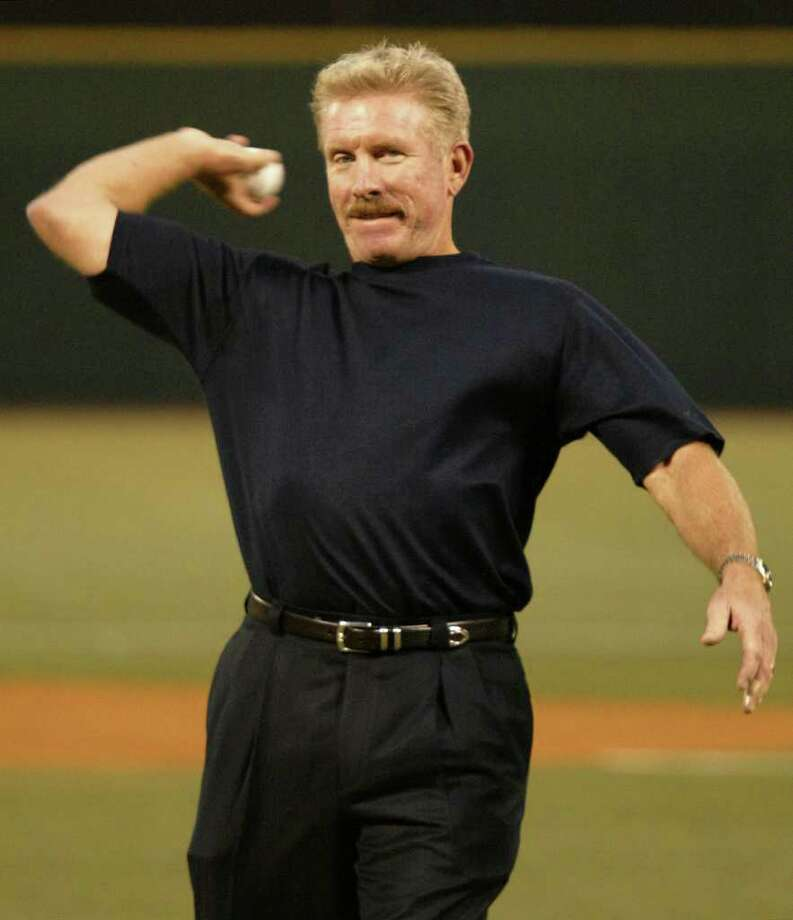 Hall of Famer former Philadelphia Phillies third baseman Mike Schmidt throws out the ceremonial first pitch before the start of the Phillies game against the Atlanta Braves, Friday, Sept. 26, 2003, in Philadelphia. Photo: GEORGE WIDMAN, AP / AP