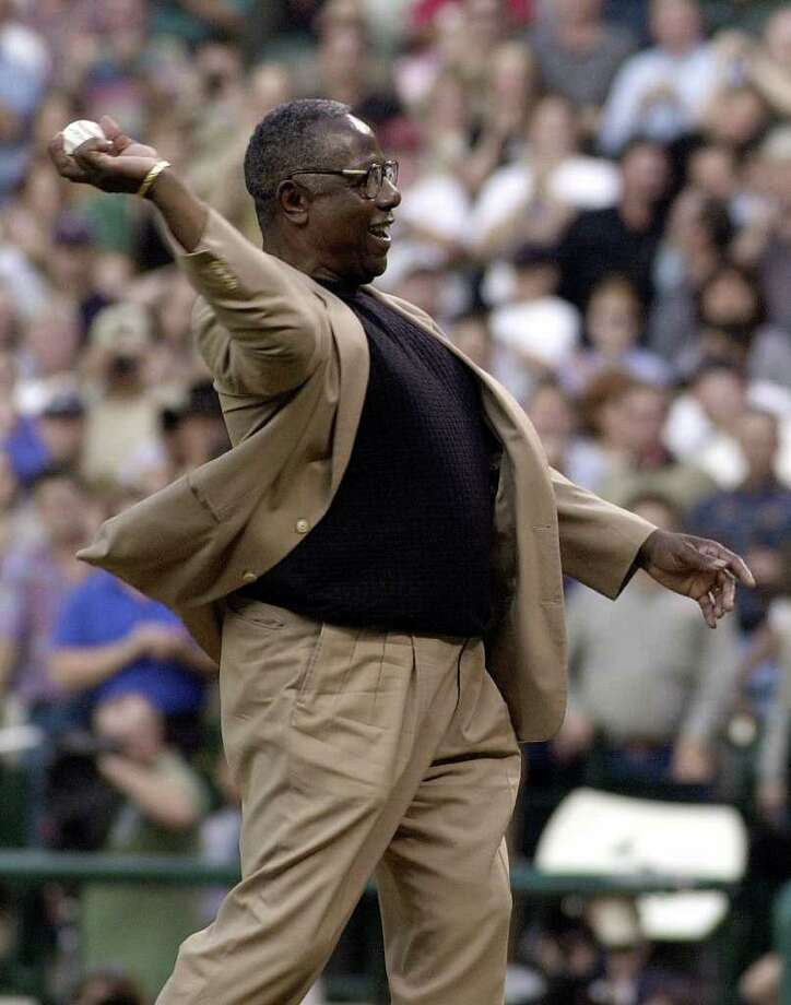 Baseball legend Henry Aaron smiles as he throws out the ceremonial first pitch before the start of the Houston Astros game against the St. Louis Cardinals Tuesday, April 11, 2000, in Houston. Photo: PAT SULLIVAN, AP / AP