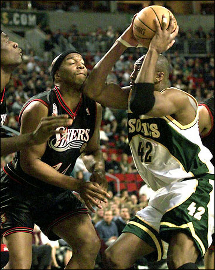 Vin Baker drives to the basket and gives Philadelphia's Derrick Coleman an elbow to the chin Friday night at KeyArena. Photo: Paul Kitagaki Jr., Seattle Post-Intelligencer / Seattle Post-Intelligencer