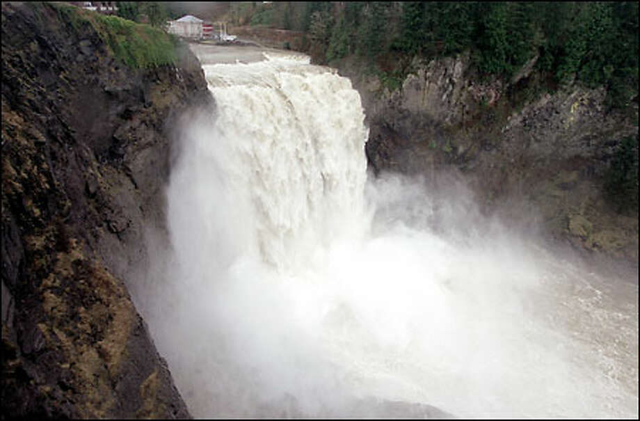 A high volume of water fueled by recent rains and runoff runs over Snoqualmie Falls on the Snoqualmie River in King County. Photo: Gilbert W. Arias, Seattle Post-Intelligencer / Seattle Post-Intelligencer