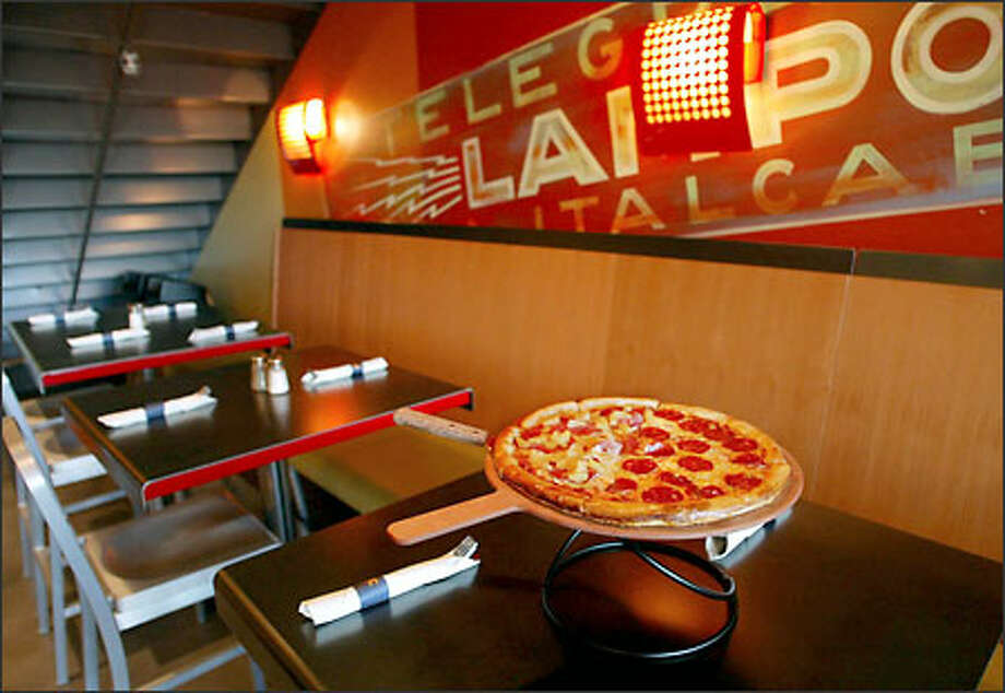 Pagliacci Pizza's first sit-down restaurant has opened in Bellevue Square, creating a comfortable if spartan space in a niche next to Crate and Barrel. Photo: Meryl Schenker, Seattle Post-Intelligencer / Seattle Post-Intelligencer