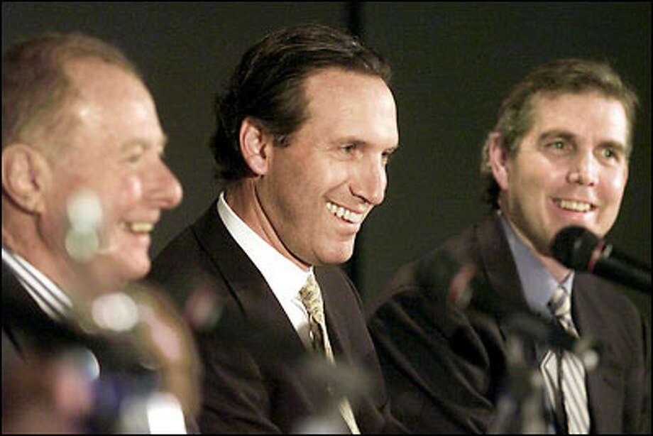 A group including Howard Schultz, center,  and Sonics President and GM Wally Walker, right, bought the team from Barry Ackerley. Photo: Paul Kitagaki Jr., Seattle Post-Intelligencer / Seattle Post-Intelligencer