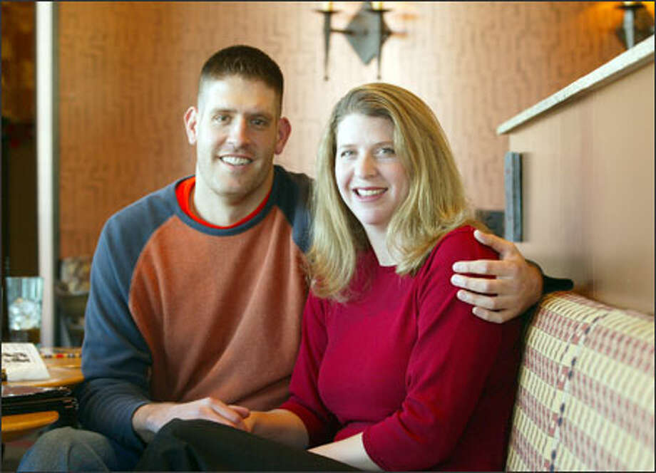 Mike Hayward was the 1998 Pac-10 freshman basketball player of the year while at the University of Washington, and wife Laurie (Wetzel) Hayward was the Huskies' first volleyball All-American. Photo: Dan DeLong, Seattle Post-Intelligencer / Seattle Post-Intelligencer