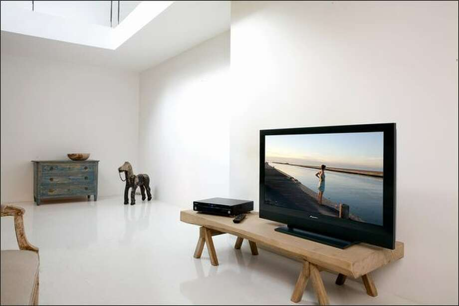 Pioneer's KURO PDP-5010FD 50-inch plasma TV displays video that is as close to the original source material as possible.