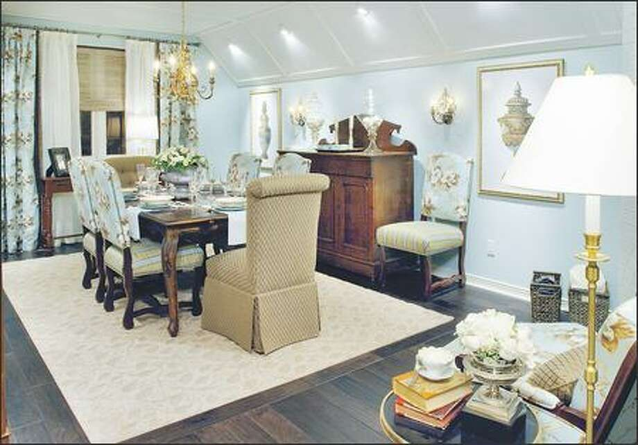 A dining room that had become a dumping ground is transformed into a formal eating area for gatherings large and small. Photo: HGTV / HGTV