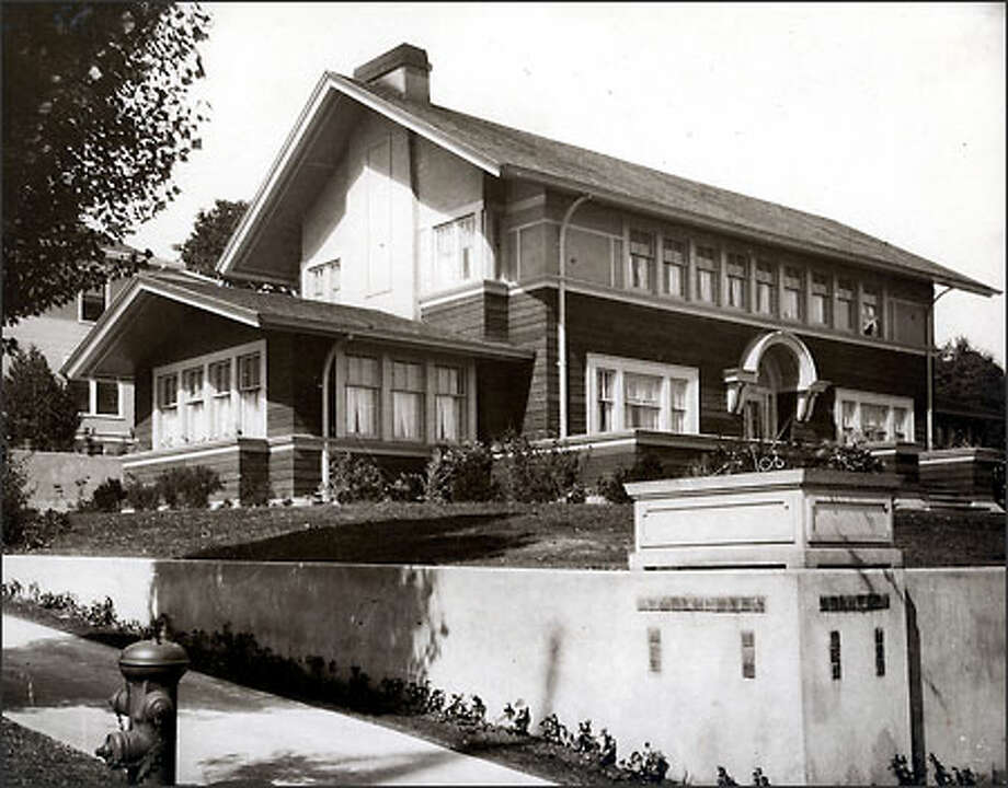 Pre-1940 view of the J.C. Black house: Overhanging roof, horizontal design, expanse of closely linked windows show Wright's influence. (MSCUA, UNIVERSITY OF WASHINGTON LIBRARIES/UW 13926)